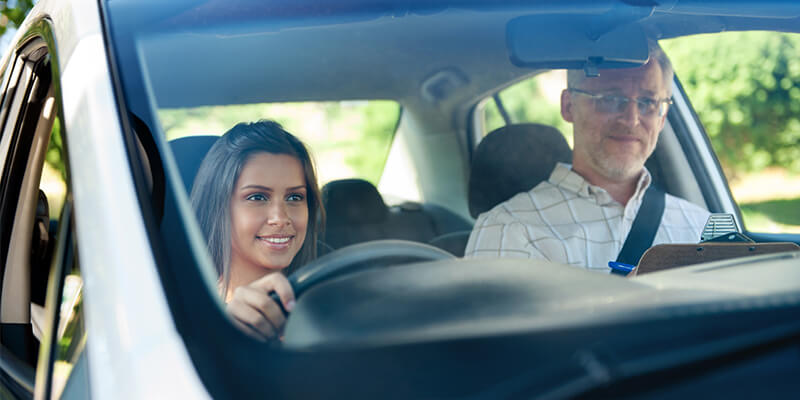 girl-with-driving-instructor